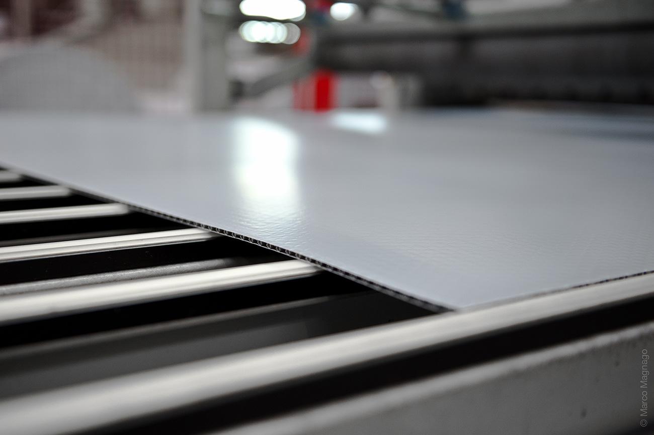 Kunststoffplatten Hersteller / Herstellung Hohlkammerplatten Con-Pearl®