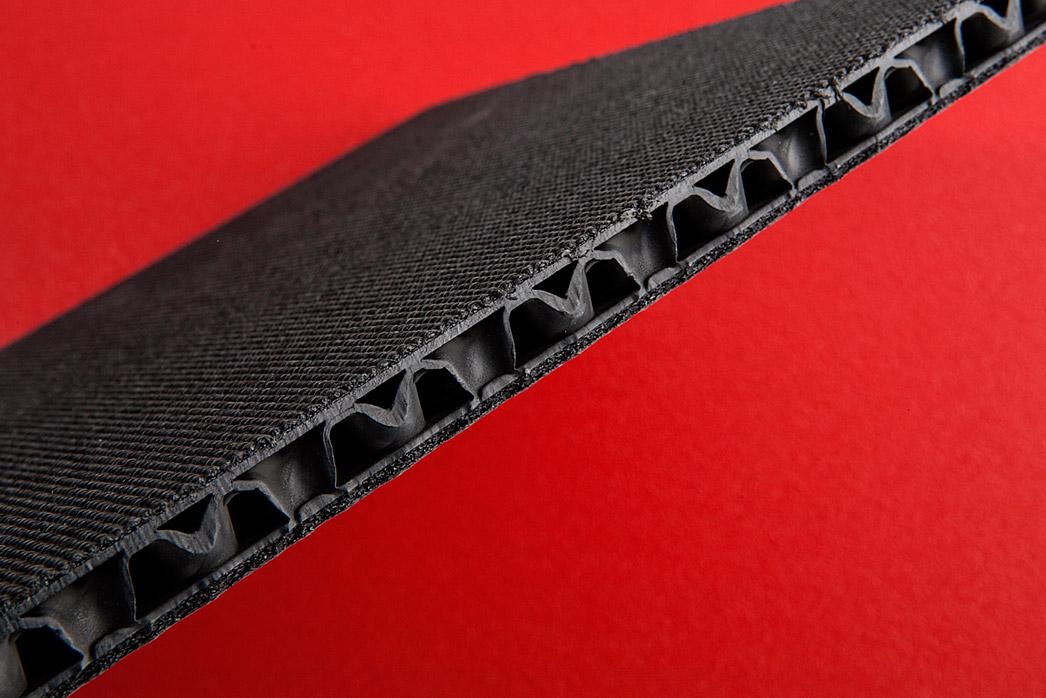 Con-Pearl® Hohlkammerplatten kaschiert, Blick in die Platte