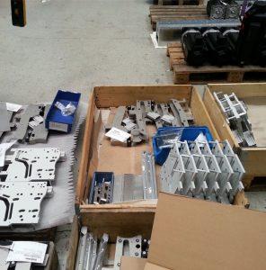 Lose Verpackung unordentlich gegenüber Con-Pearl Gefachen und Palettenboxen